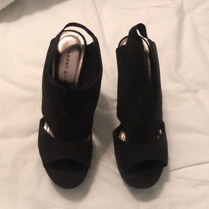 Madden Girl 8.5 black suede wedges